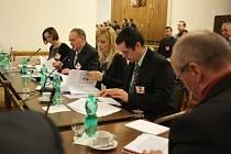 Petici za odvoz munice a nebezpečného materiálu z Vrbětic podepsalo na 5000 lidí
