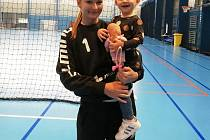Zlínská házenkářka, brankář Jana Vašulková v tomto týdnu trénovala na srazu národního týmu v Polsku. Na snímku s dcerou Natálkou