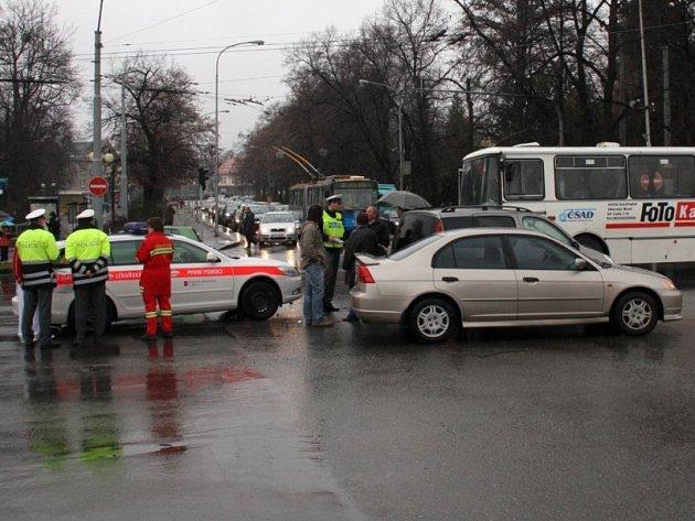 Hromadná nehoda v centru Zlína.