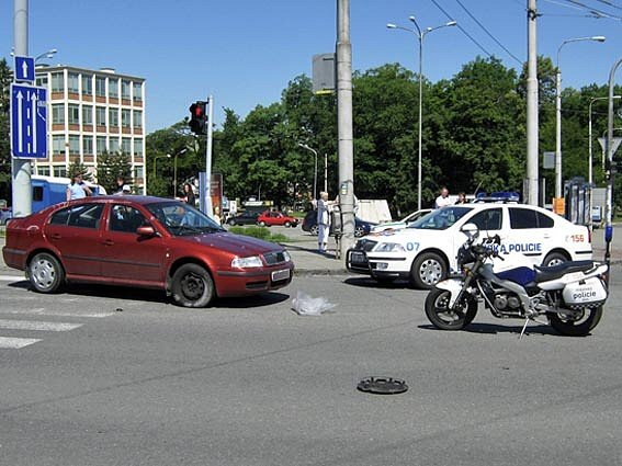 Vážná dopravní nehoda dvou vozidel v centru Zlína.