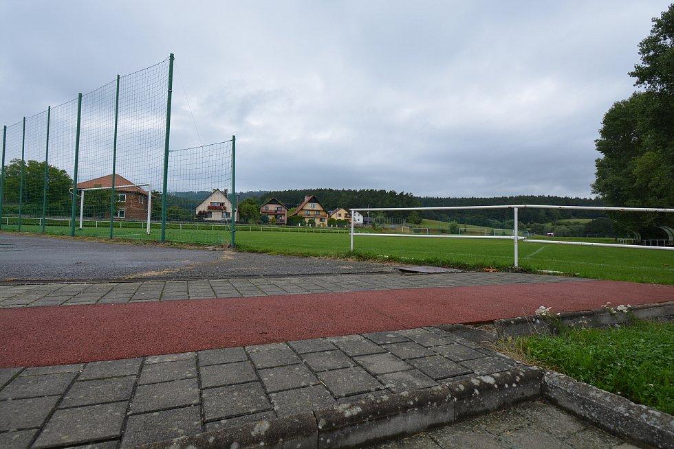 Vesničce Újezd na Zlínsku chybí podle místních snad jen moře. Na snímku z 26. srpna 2021 hřiště.