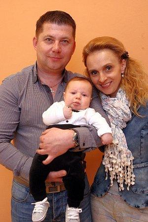 VÍTÁME TĚ MEZI NÁMI, FILÍPKU! Vítání občánků - Milan a Monika Pagáčovi se synem Filipem.