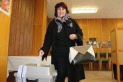 Starostka Napajedel Irena Brabcová přišla odvolit hned první volební den 20. října 2017 .
