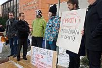 Zlínští studenti Univerzity Tomáše Bati protestovali ve středu 15. února před sídlem UTB proti reformě vysokého školství.