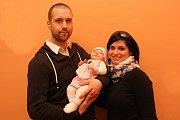VÍTÁME TĚ MEZI NÁMI, KAROLÍNKO! Vítání občánků - Tomáš a Daniela Rakovi s dcerou Karolínou.