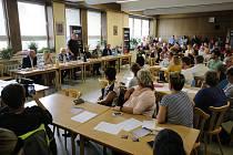 Diskuzní fórum v jídelně KNTB ve Zlíně.