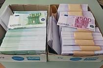Zabavené padělané bankovky v hodnotě téměř 41 milionů korun.