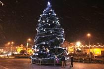 Vánoční strom na náměstí v Otrokovicích.