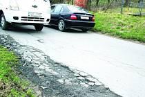Opravu by si zasloužila i silnice ve ZlíněLoukách ve směru na Tečovice.