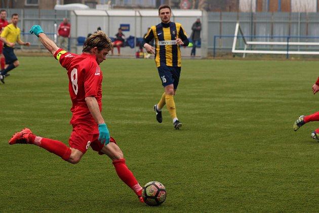 Fotbalisté Slavičína (v červeném). Ilustrační foto