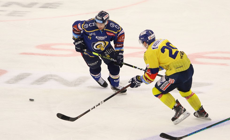 Extraligoví hokejisté Zlína (v modrém) v nedělním 47. kole vyzvali poslední tým, nováčka soutěže České Budějovice.