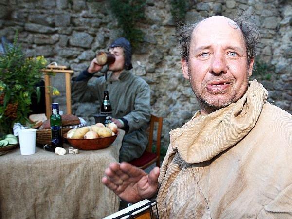 Na strašidelné prohlídce hradu Lukova potkali návštěvníci všelijaké divné patrony.
