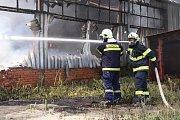 Jednu z budov v průmyslovém areálu TOMA v Otrokovicích na Zlínsku zasáhl v úterý požár.