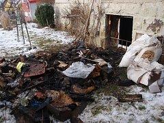 Požár sklepa v rodinného domu v obci Dolní Lhota.