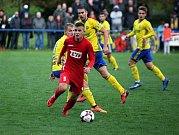 Sedmnáctiletý útočník Slavičína Jakub Fojtů (v červeném dresu) se trefil do sítě ligového Zlína po minutě pobytu na hřišti.