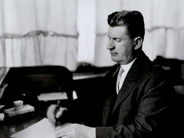 Tomáš Baťa ve své pracovně.