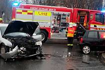 Srážka dvou aut na Třídě T. Bati ve Zlíně na Štědrý den 2020