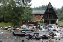 Skládka v Kašavě ničí les