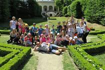 Již popáté uspořádala Fakulta humanitních studií Univerzity Tomáše Bati ve Zlíně velmi oblíbený projekt pro děti ve věku od 4 do 17 let – JUNIOR UNIVERZITU. Vletošním roce se této vyhledávané prázdninové akce zúčastnilo 54 dětí.