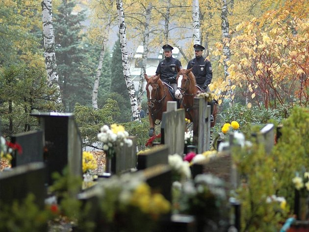 Zlínská policie jako jediná v kraji používá k hlídání hrobů koně.