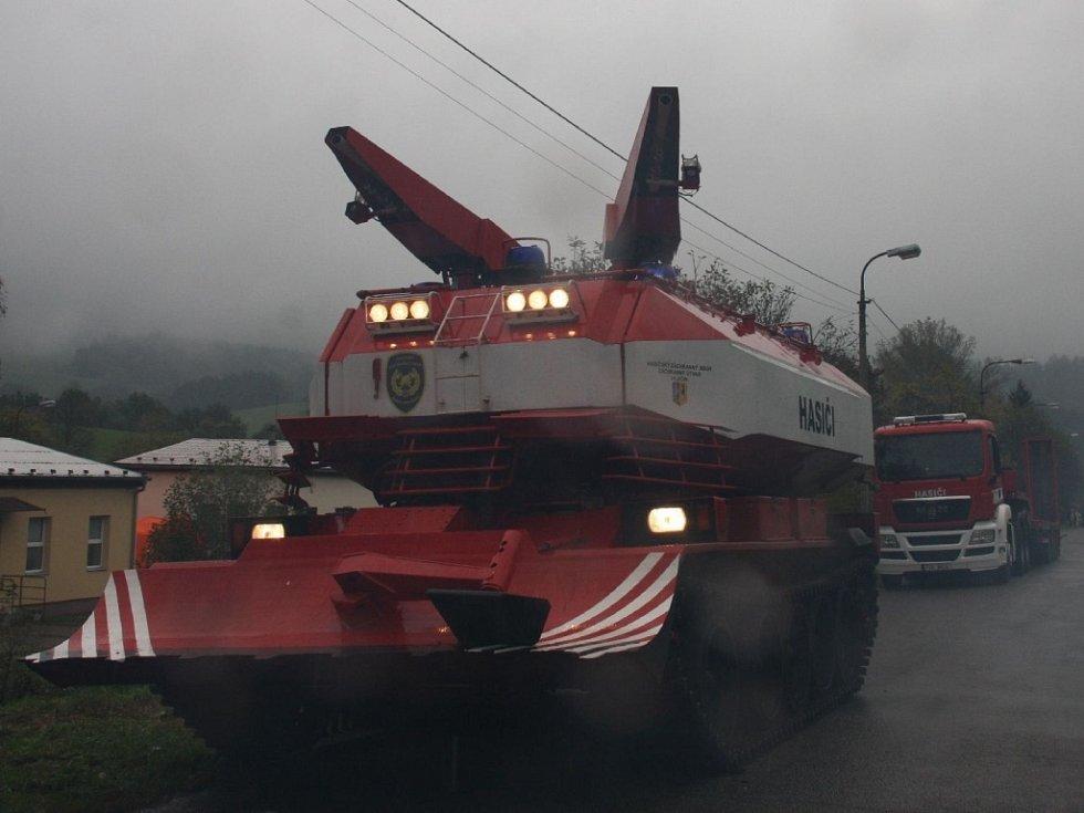 Obrněný tank hasičů.