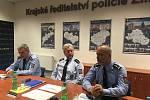 Zleva: náměstek ředitele pro službu kriminální policie a vyšetřování Jindřich Kučera, ředitel krajského ředitelství zlínské policie Jaromír Tkadleček, náměstek ředitele pro vnější službu Bohdan Varyš.
