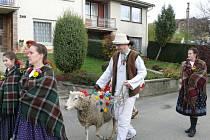 Tradici Vodění barana obnovil v Jasenné před sedmi lety folklorní soubor Portáš. V sobotu 10.11. 2012 šel beran opět v čele muzikantů a tanečníků obejít sousedy ve vsi. Zpívalo se, tančilo, jedlo a pilo.