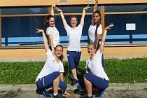 Zlínské reprezentantky v gymnastickém aerobiku. Barbora Trombíková, Tereza Pekárková a Monika Geržová společně se dvěma děvčaty z Brna Kateřinou Hortovou a Lucií Vidlákovou