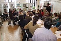 Pedagogové a muzejní pracovníci pohovoří o vztahu dětí ke svému okolí.