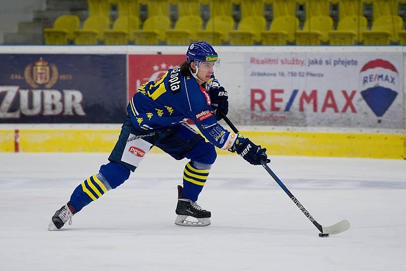 Hokejisté Přerova doma podlehli Porubě 3:5. Robert Černý.