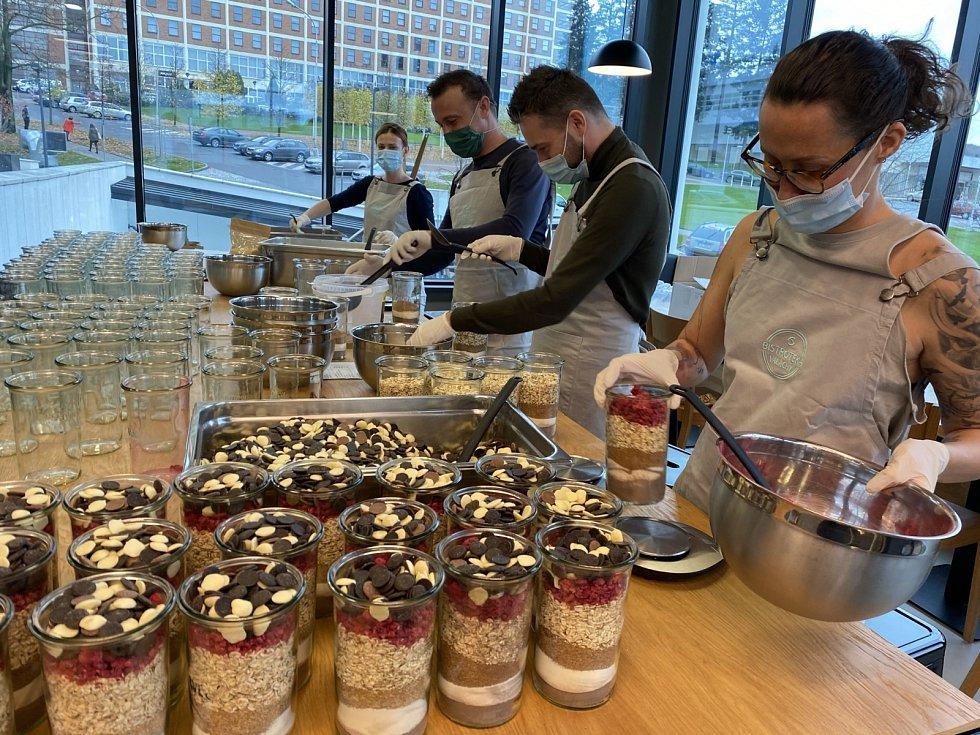Kuchaři a cukráři využili nouzový stav kvýrobě jedlých vánočních dárků