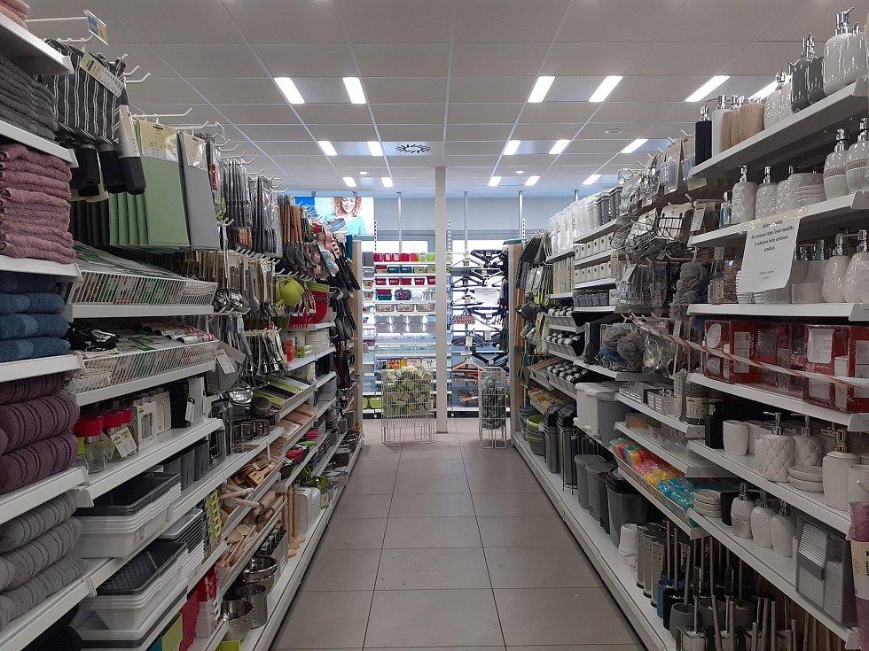 Takto vypadaly některé prodejny po otevření 19. ledna 2020 ve Zlíně.