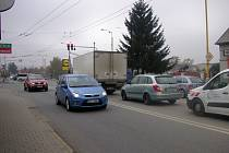 Kvítkovická křižovatka v Otrokovicích je tou nejvytíženější na Zlínsku. Denně tam projedou tisíce aut.