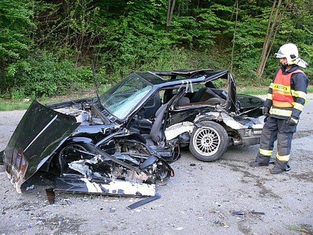 Snímek Hasičského záchranného sboru Zlínského kraje z nehody ve Zlíně ze 6.5. 2008.