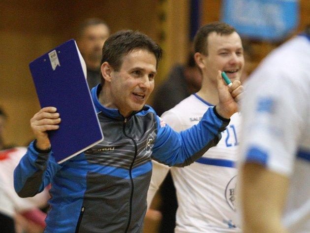 Úspěšný trenér otrokovických florbalistů Karel Ševčík je s první polovinou letošní sezony spokojený.