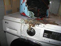Následky pořáru od svíčky v koupelně
