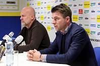 Tisková konference FC FASTAV Zlín. Michal Bílek (vlevo) Zdeněk Grygera (vpravo)