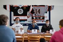 Sledge hokejisté Zlína vstoupí do nové extraligové sezony v nových šedých dresech a s útočníkem Palátem.