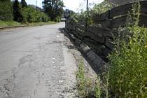 Opravy chodníků v Mladcové finišují. Na řadu přijde cesta