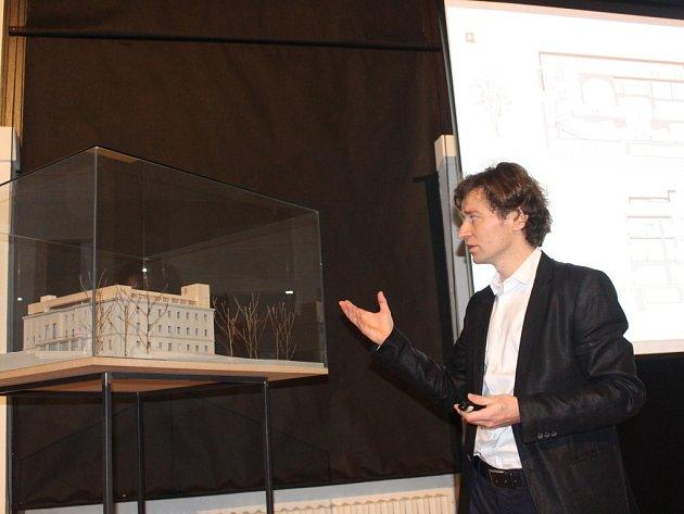 Architekt Pavel Míček představuje návrh revitalizace zlínského zámku