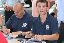 Roman Kresta (vpravo) se spolujezdcem Petrem Grossem.