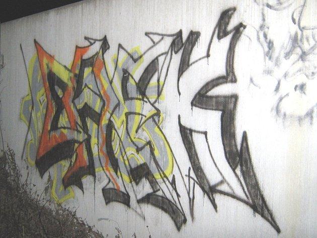 Graffity výtvor na zdi budovy zlínské firmy