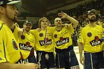 Připomeňte si v bohaté fotogalerii, jak se ve Zlíně slavil historický mistrovský titul 2004.