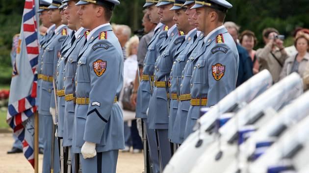 Hudba Hradní stráže a Policie ČR se představila v Luhačovicích na Lázeňském náměstí.