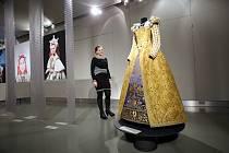 Výstava Oděv v běhu staletí v  muzeu v Napajedlech.Na snímku rekonstrukce dámského francouzského renesančního oděvu z poslední třetiny 16.stol.