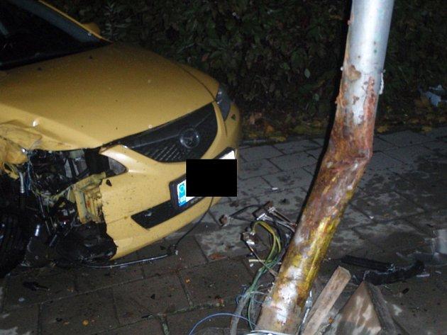 Srážka dvou vozidel zůstala bez zranění.