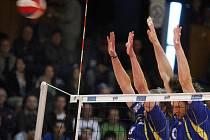 Fatra EkoSolar Zlín (v modrém) proti DHL Ostrava - první semifinálový zápas