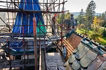 Celková rekonstrukce střechy zámku Lešná si vyžádá částku téměř 60 milionů.