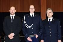 HRDINA Adámek (uprostřed) byl oceněn i v Praze.