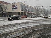 Takto vypadala jedna z hlavních křižovatek v centru Zlína 1. ledna krátce po 15. hodině.